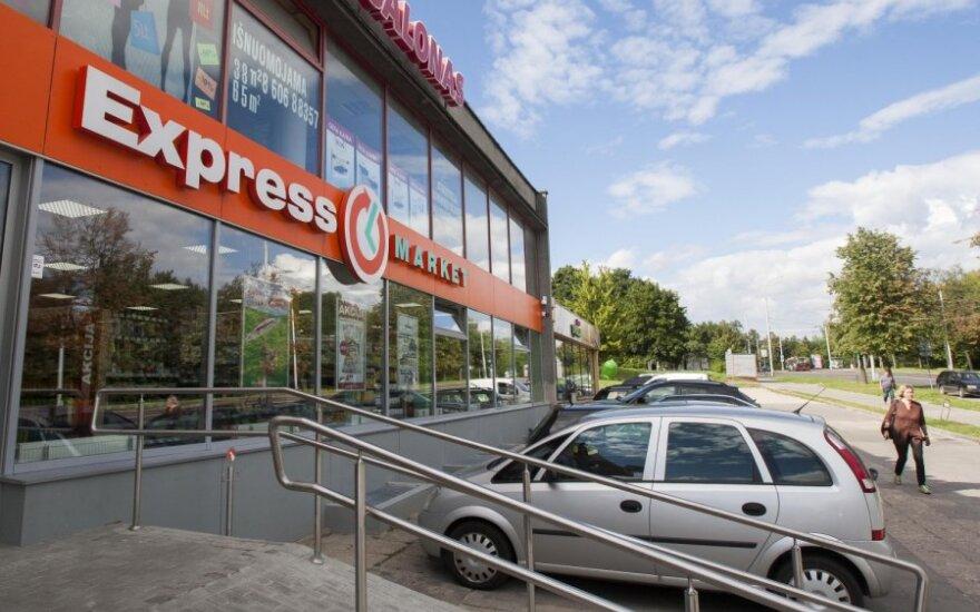 Incidentą su parduotuvės darbuotojais nufilmavęs pirkėjas pasipiktino jų elgesiu