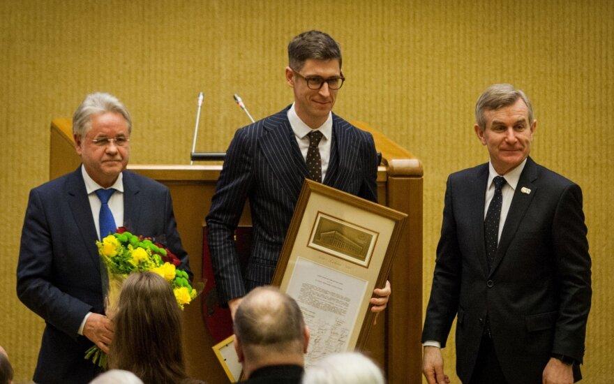 Dr. Norbertui Černiauskui įteikta Valstybės Nepriklausomybės stipendija