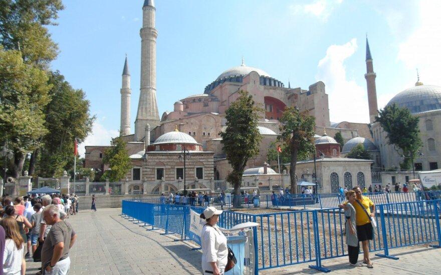 Turistų eilė prie Aja Sofijos. Stambulas, Turkija