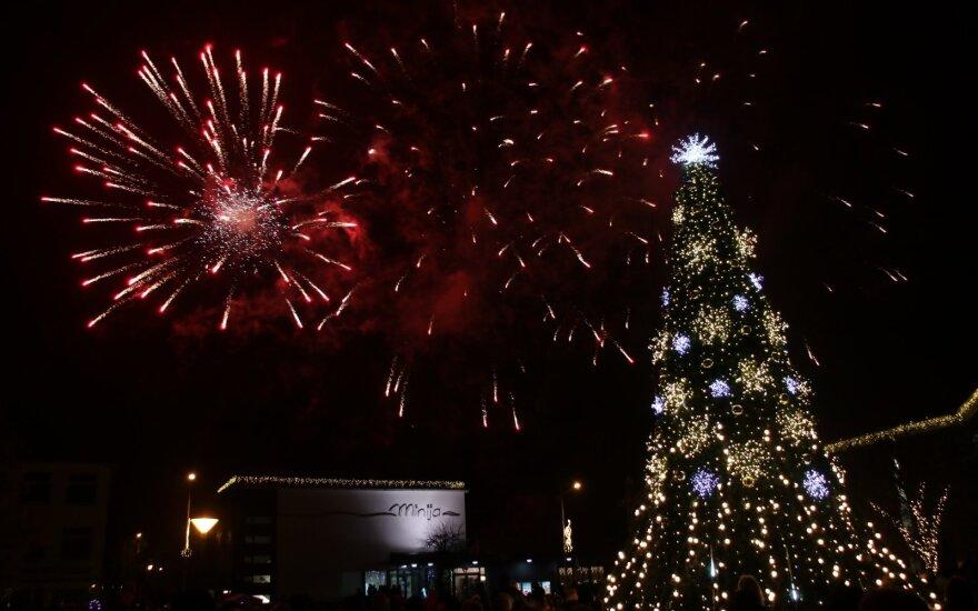 Gargžduose įžiebta kalėdinė eglutė