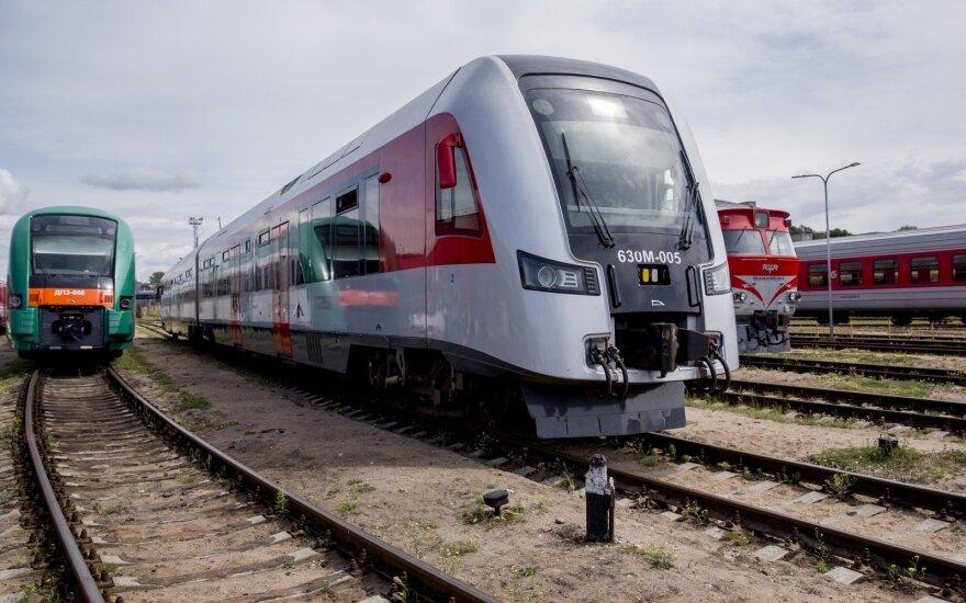 """""""Lietuvos geležinkeliai"""" prašo išimties iki 2024-ųjų nepritaikyti traukinių neįgaliesiems"""