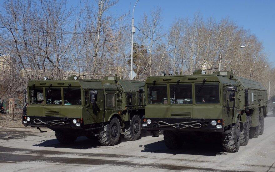 """NATO reikalauja iš Rusijos paaiškinimo dėl """"Iskander"""" raketų dislokavimo"""