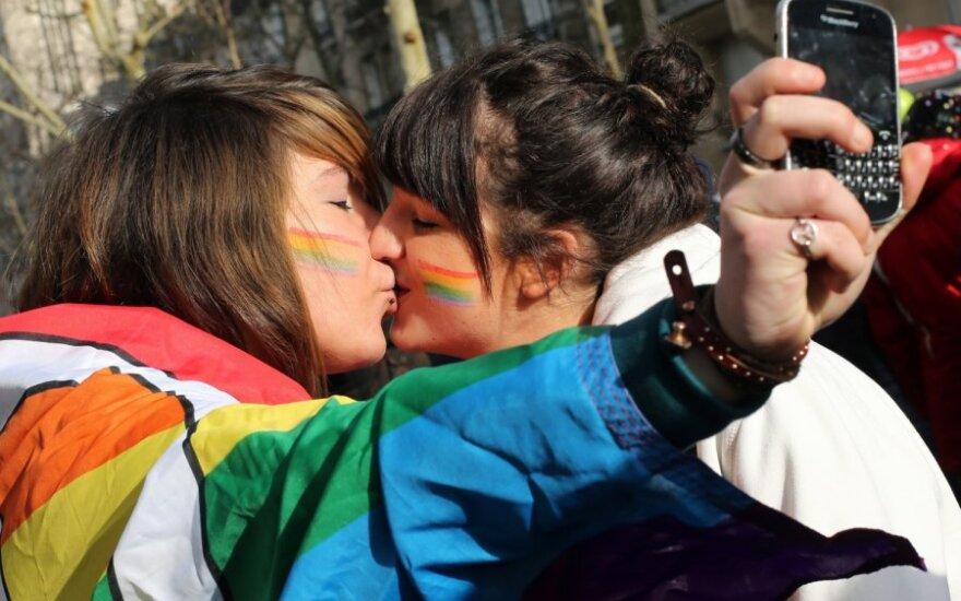 Kosta Rika per klaidą legalizavo vienos lyties asmenų santuokas