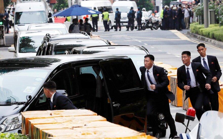 Kim Jong Uną lydintys paslaptingi vyrai turi išskirtinę privilegiją