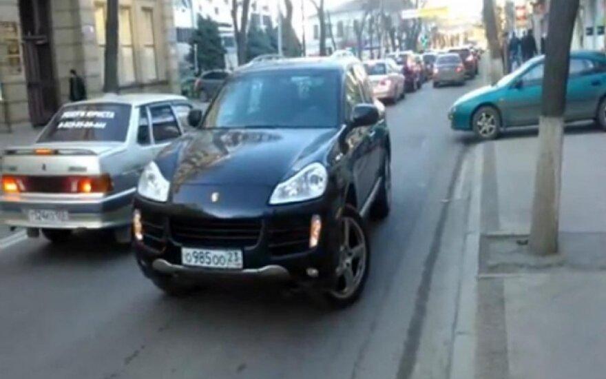 Stovintis Porsche Cayenne