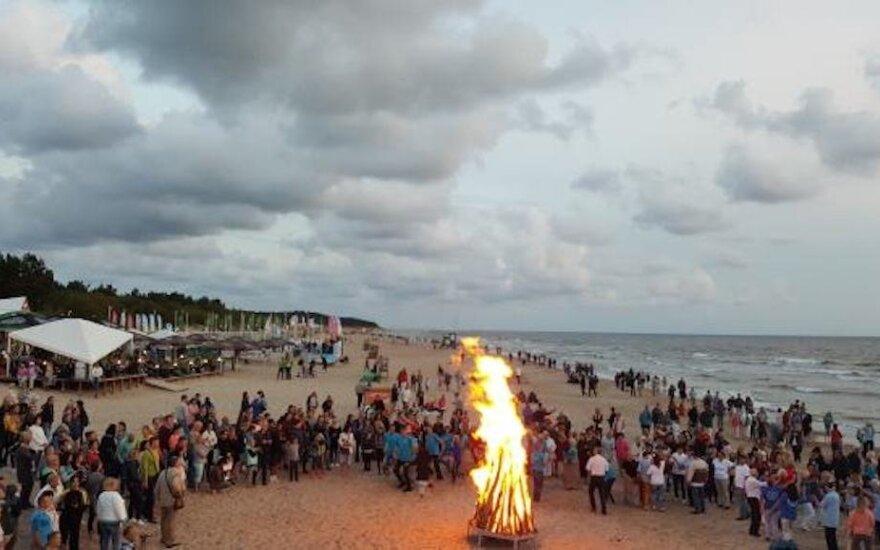 Pajūrį nušvies senovinės ugnies laužai