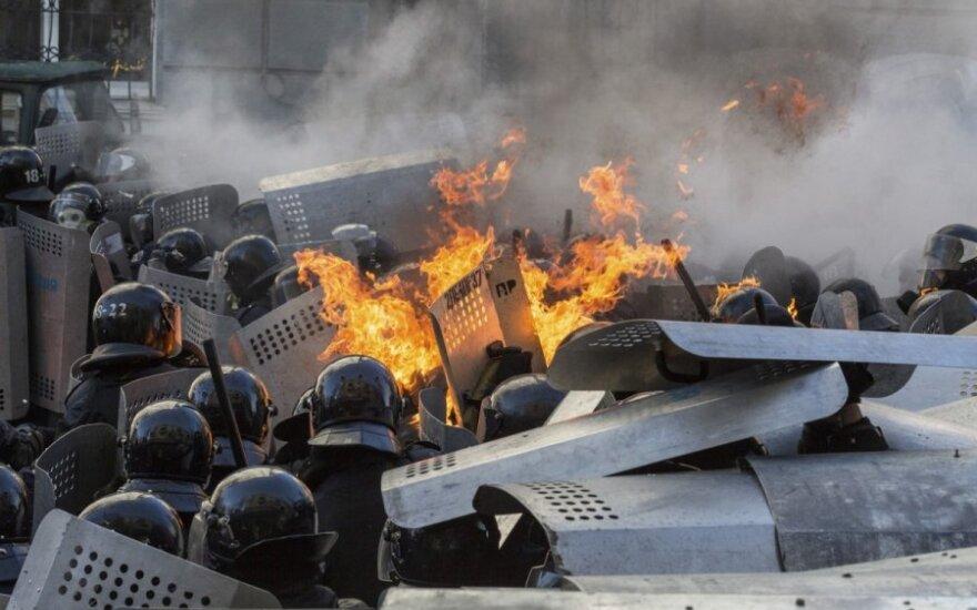Ukrainoje – nauji susirėmimai: protestuotojai užėmė V. Janukovyčiaus partijos būstinę