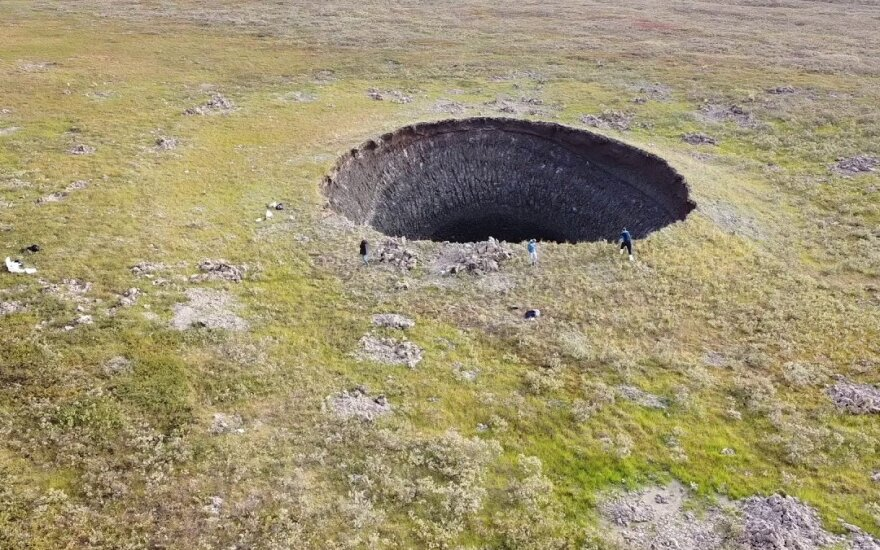 Sibiro tundroje atsivėrė milžiniški krateriai: priežastis aiški, bet tai mažiausias rūpestis