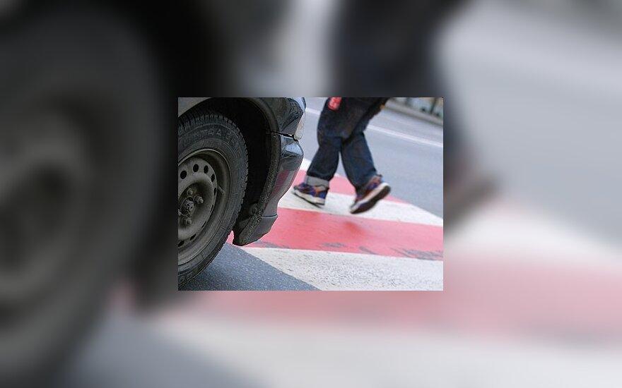 Policija kontroliuos ir vairuotojų, ir pėsčiųjų elgesį kelyje