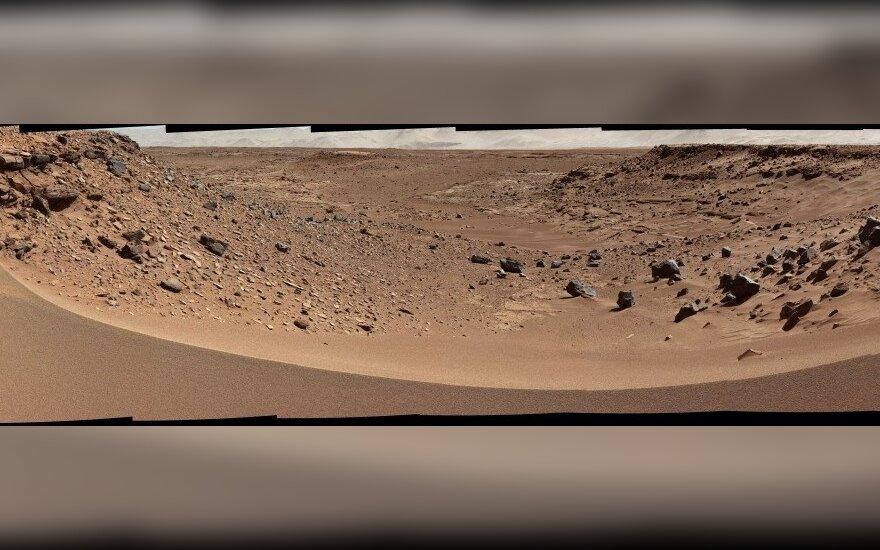 Marso nuotraukose pastebėjo žmogaus pėdsakus