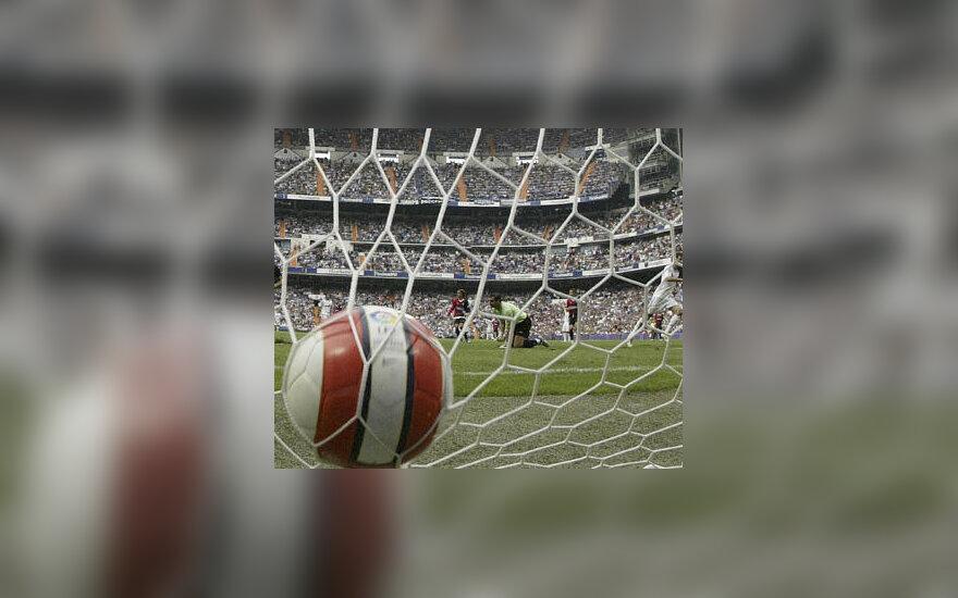 Futbolas, kamuolys, stadionas
