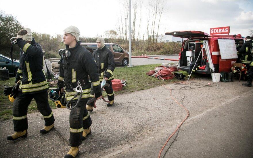 Ministerija dėl gaisro Alytuje už 400 tūkst. eurų patikrins šimtų žmonių sveikatą