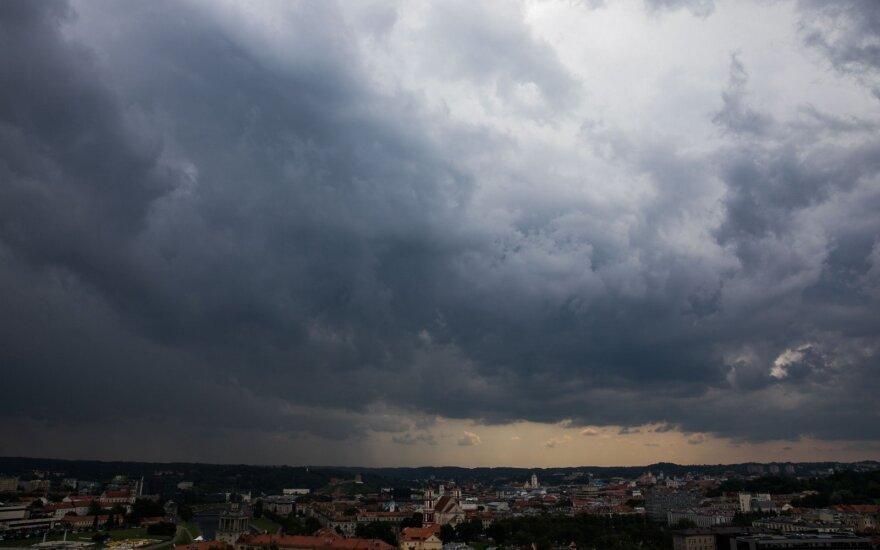 Lietuvoje siaus škvalas, prognozuojamos liūtys: pasidalinkite įspūdingais vaizdais iš savo miesto!
