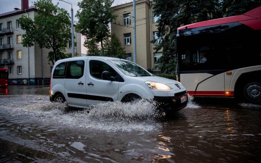 Lietuvą siaubusios audros – išskirtinės: automobiliai nukenčia tiek pat kaip žmonių turtas