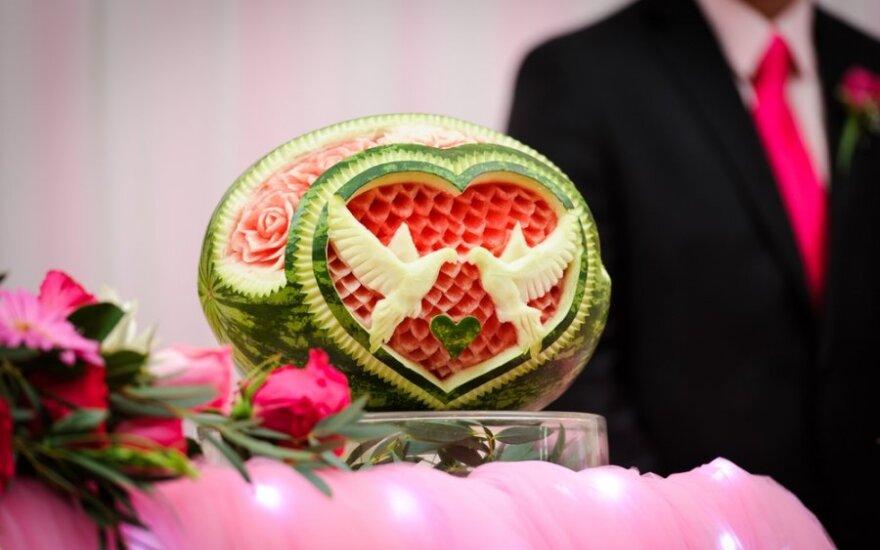 Vaisiai - vestuvinio stalo puošmena