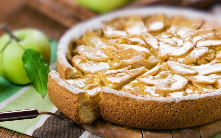 Pyragas-siurprizas su obuoliais