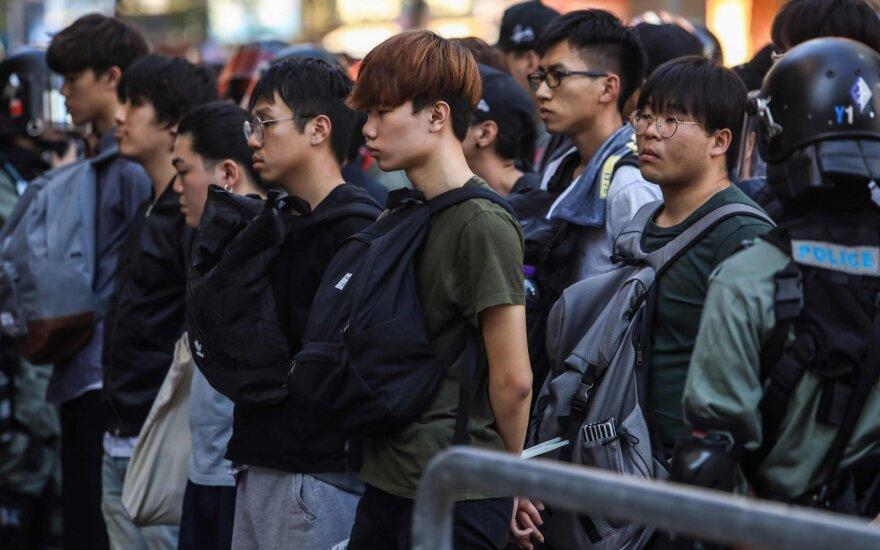 Protestuotojai Honkongo universiteto miestelyje sukėlė gaisrą, kad sulaikytų policiją