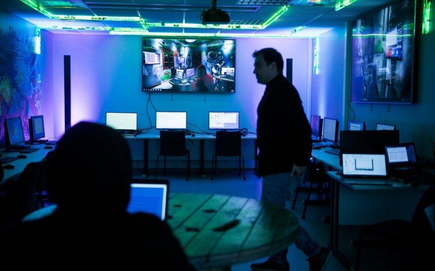 Vyriausybė spręs dėl baudų kibernetinio saugumo reikalavimų nevykdančių įstaigų vadovams