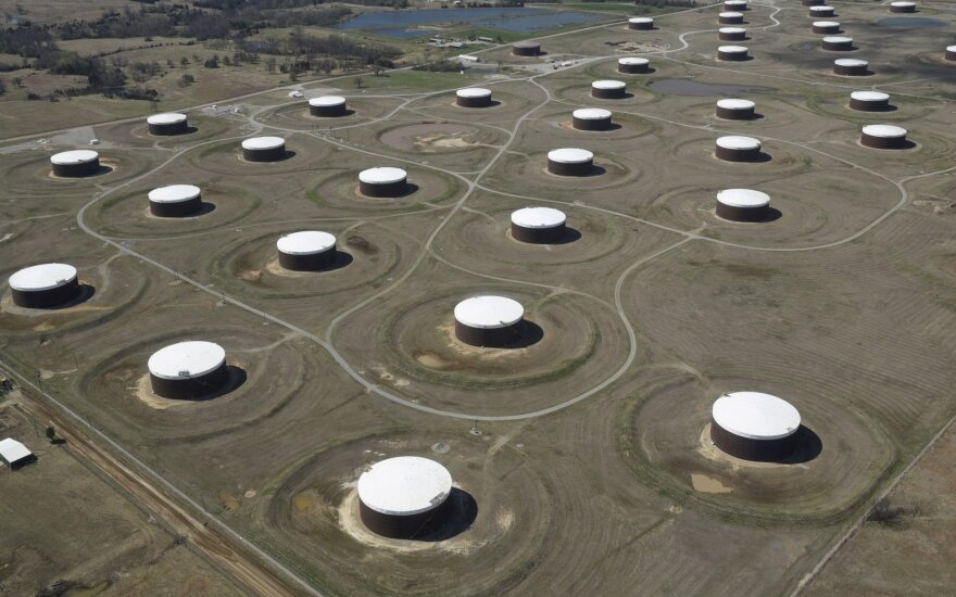 Nafta pinga, augančios JAV gavybos įtaka atsvėrė makroekonominius duomenis iš Kinijos