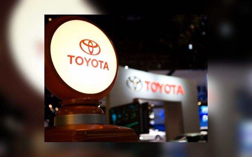 """Dėl kilimėlių defekto """"Toyota"""" atšaukia 3,8 mln. automobilių JAV"""