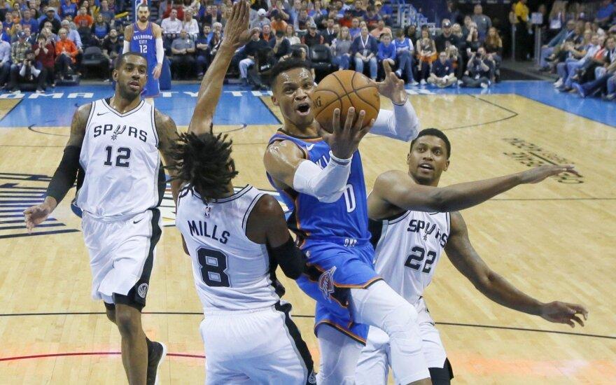 """NBA: Westbrookas vėl surinko trigubą dublį, o """"Spurs"""" gresia fiasko – dešimta vieta Vakaruose"""
