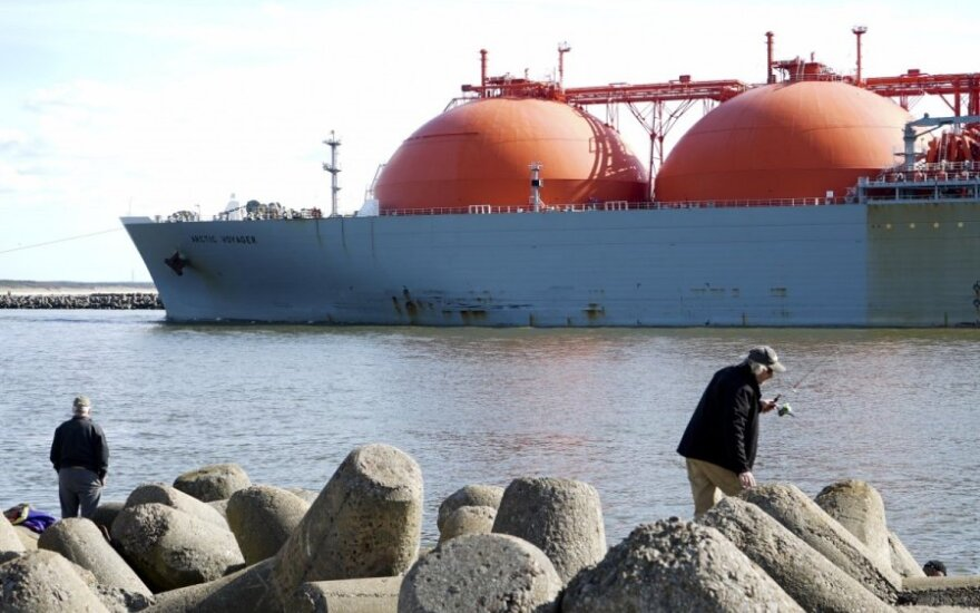 Lithuanian government considers options to cut LNG terminal's costs
