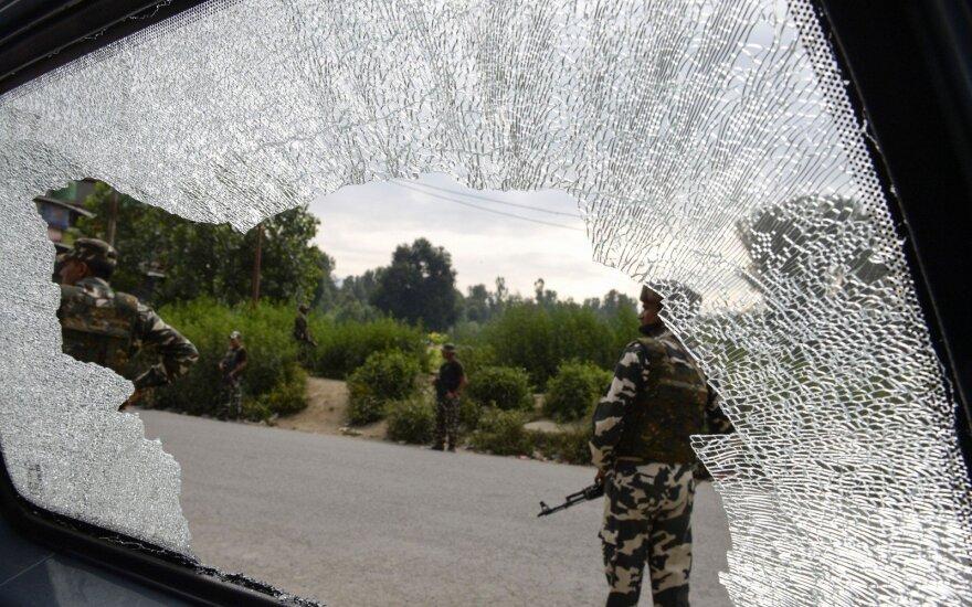 Per kovotojų ataką Indijai priklausančioje Kašmyro dalyje žuvo septyni hinduistų piligrimai