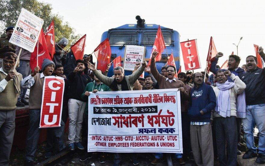 Indija: nacionaliniame streike dalyvauja apie 200 milijonų žmonių