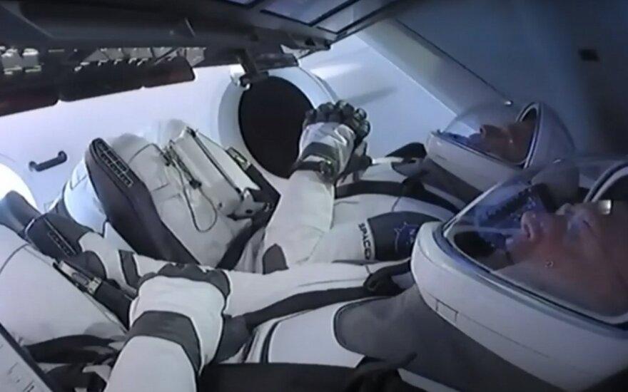 """Istorinio skrydžio teks palaukti: """"SpaceX"""" į atvirą kosmosą pakilti sutrukdė oro sąlygos"""