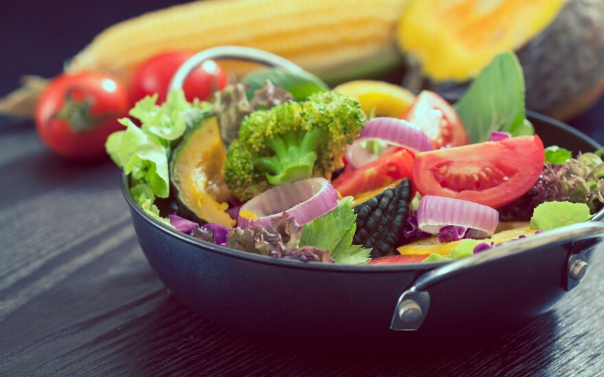 Mokslininkai išanalizavo 5 itin populiarias dietas: dviejų tikrai niekam nerekomenduotų