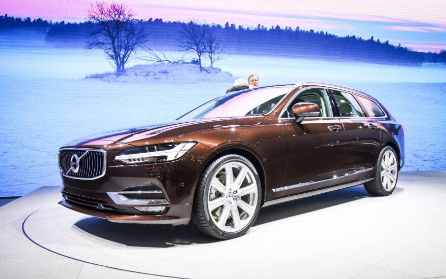 """Savo arsenalą didinanti """"Volvo"""" meta pirštinę vokiečių markėms"""