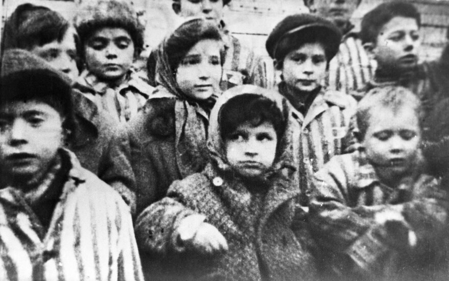 Lenkijos parlamentas nutarė keisti prieštaringai vertinamą Holokausto įstatymą