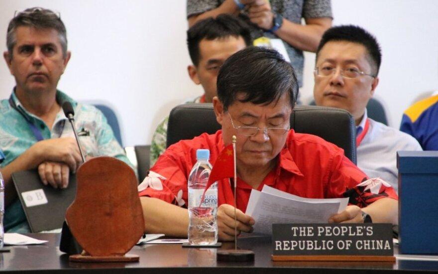 Kinijos atstovo elgesys įžiebė tarptautinį skandalą