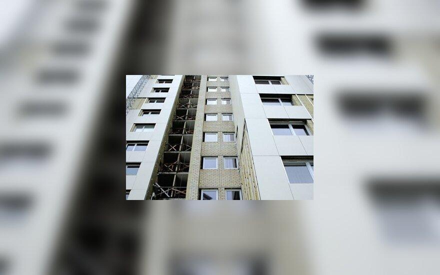 Pinigų renovacijoms siūloma gauti pardavus taršos leidimus