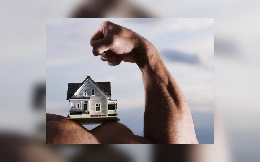Neveiksnaus senelio namą pardavęs anūkas atsipirko bauda