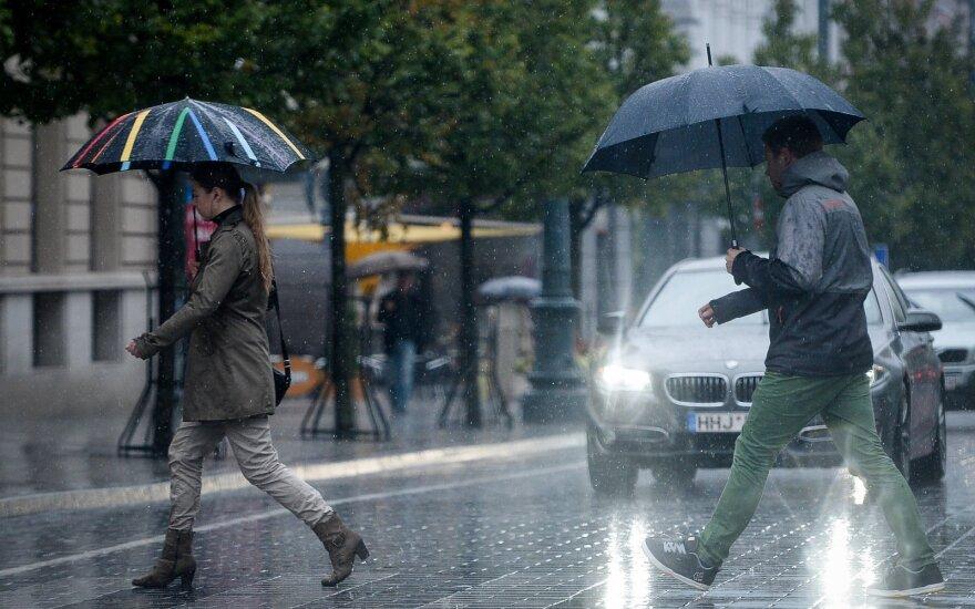 Sinoptikai: laukia lietūs