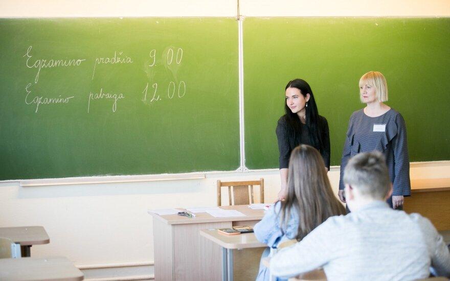Abiturientai pradeda laikyti valstybinius egzaminus