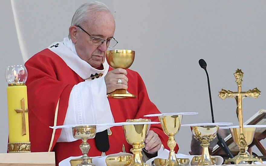 Popiežius Pranciškus laiko mišias Taline