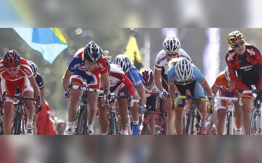 Merginų dviračių lenktynių finišas