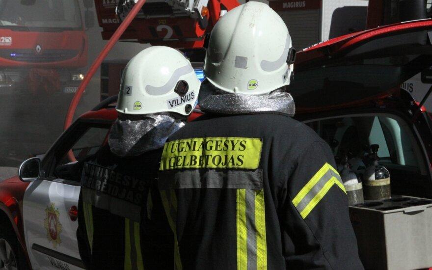 Gaisrą gimnazijoje užgesinę ugniagesiai susilaukė padėkos