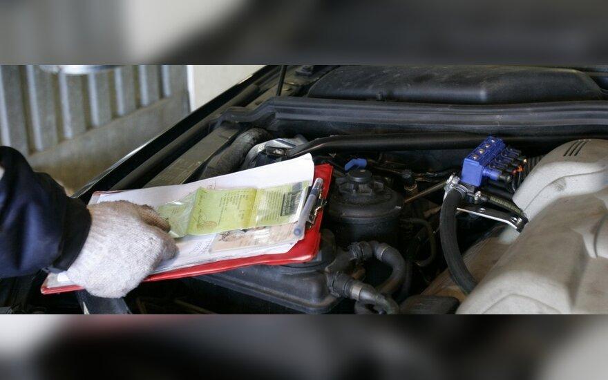 Techninės apžiūros talonas virto vairuotojams nepatogiu popieriaus lapu