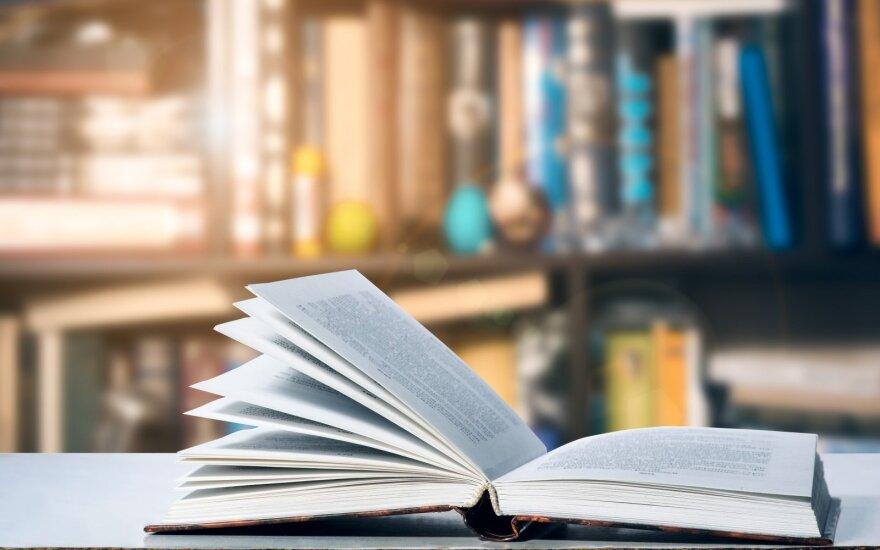 Knygų mugėje - kunigo staigmenos, daktaro vaidinimas ir gidės meilės stotelės
