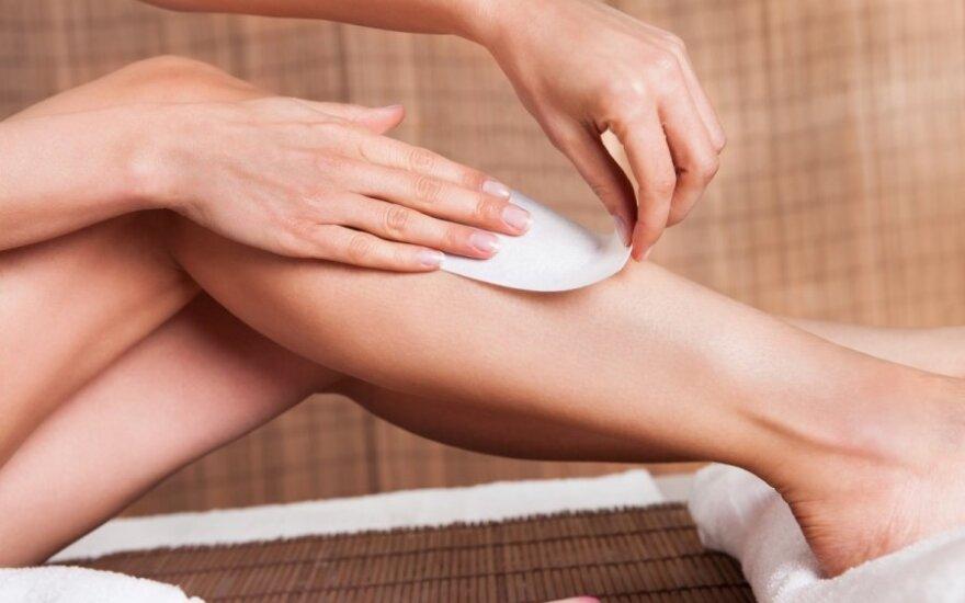 Nepatinka plaukuotos moters kojos? Būna ir blogiau