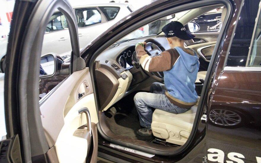 Vaikas vairuoja