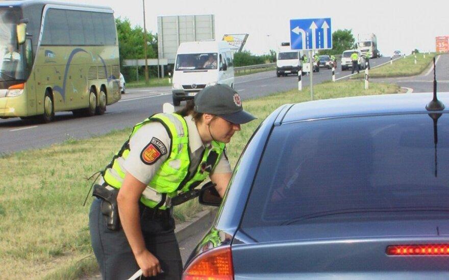 Joninių išvakarėse pareigūnams įkliuvo jau švenčiantys vairuotojai