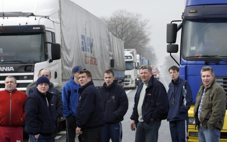 Lithuanian truck drivers in severe conditions at Russian border