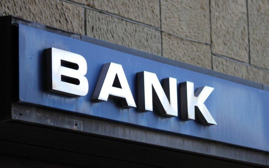 Šveicarija spaudžiama greičiau atskleisti bankų paslaptis