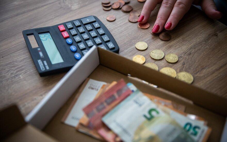 Išanalizavo atlyginimus nuo karantino nukentėjusiose įmonėse: kai kas dar džiaugėsi didesniu užmokesčiu