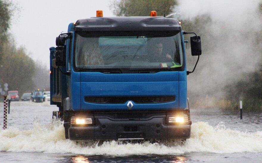 Pietų Italijoje staigaus potvynio aukų padaugėjo iki 11