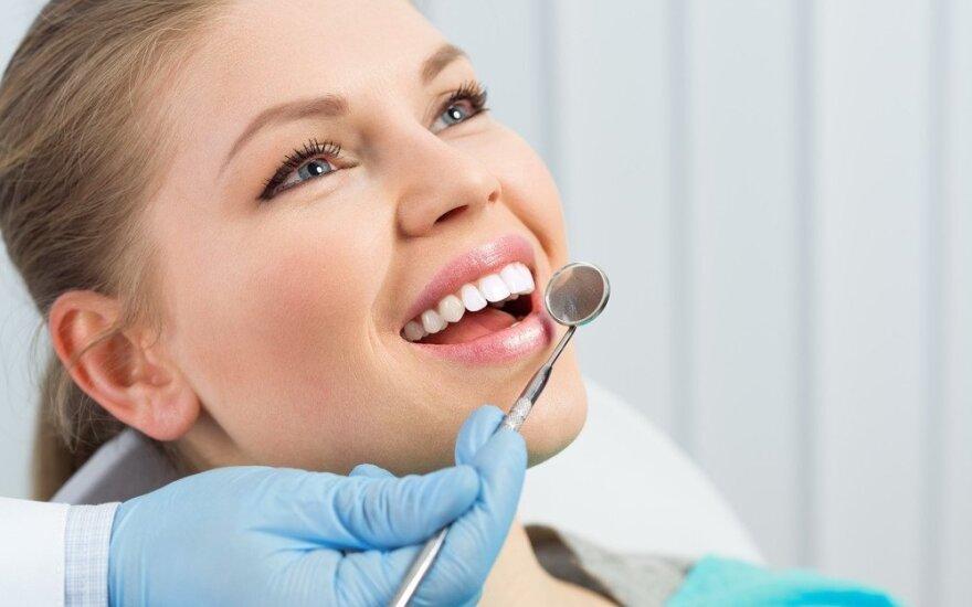 Tiesa apie burnos higieną: ėduonis puola tik neprižiūrėtus dantis